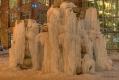 Eingefrorener Springbrunnen vor dem Verwaltungsgebäude 'alltours flugreisen'